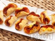 Коктейлни хапки на клечки с колбас и доматено пюре